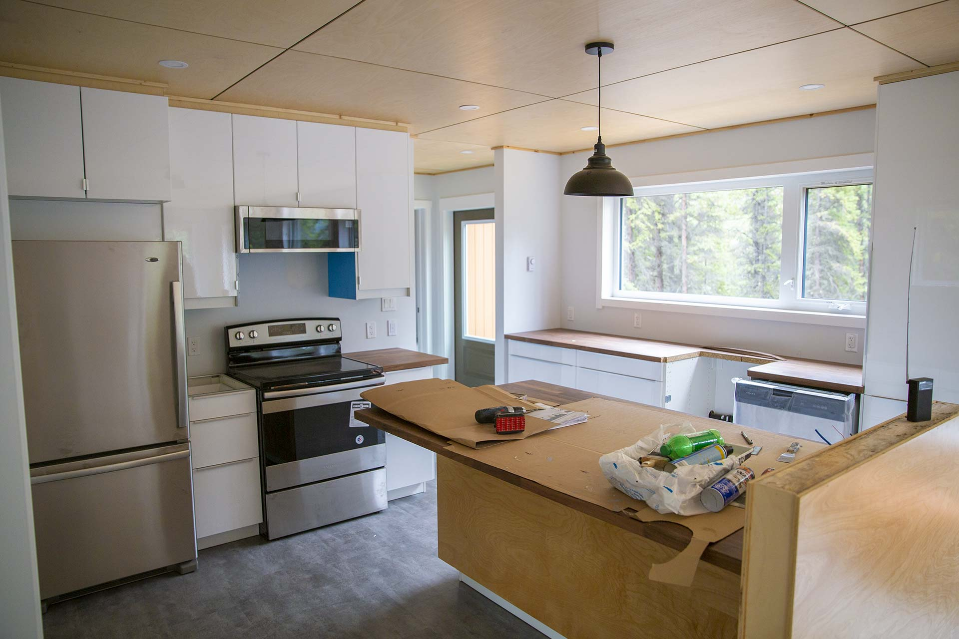 Yukon Real Estate For Sale: Kitchen with a lakeside view