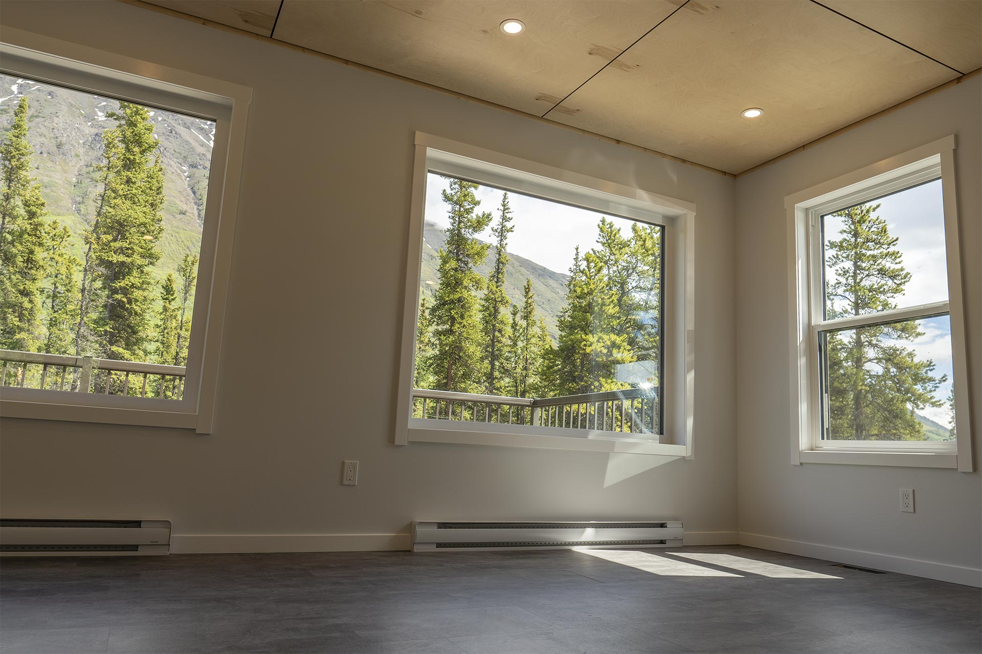 Living room with views of Caribou Mountain and Spirit Lake